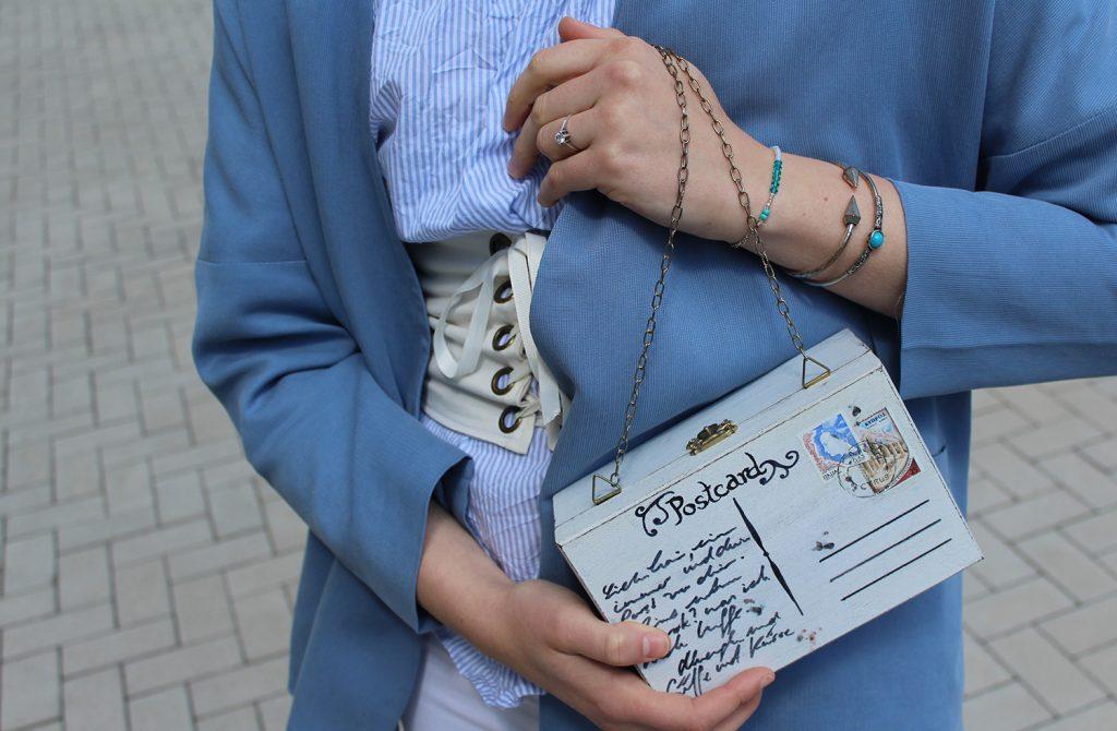 letters beads-fashion-weiße jeans-ganz-ohne-schwarz-sommerlook-gürtel-silber-loafers-tasche-close-clutch