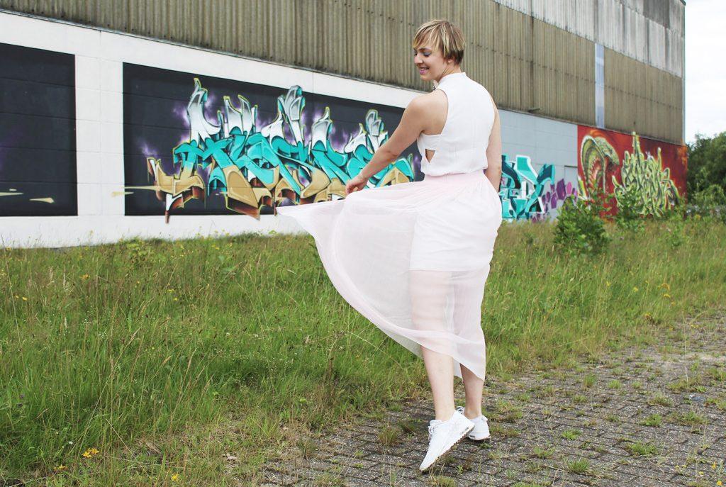 letters beads-fashion-tipps-dankbarkeit-tüllrock-graffiti-wind-rock-tanzen