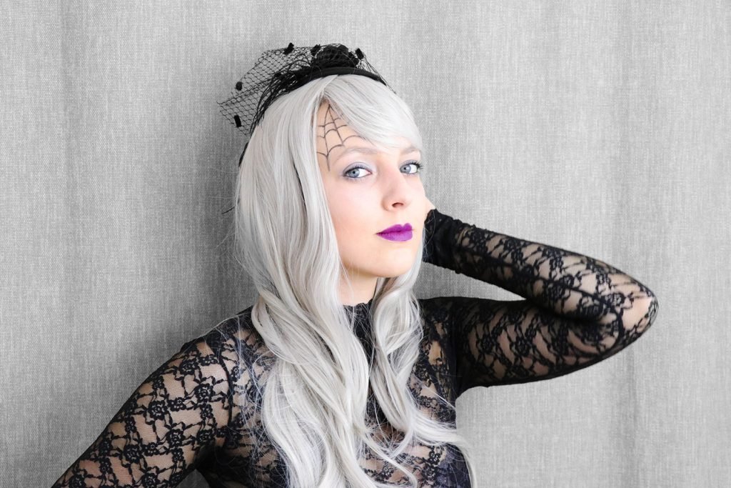 letters_and_beads_beauty_make-up_femme_fatale_grey_hair_wig_horror_braut_2