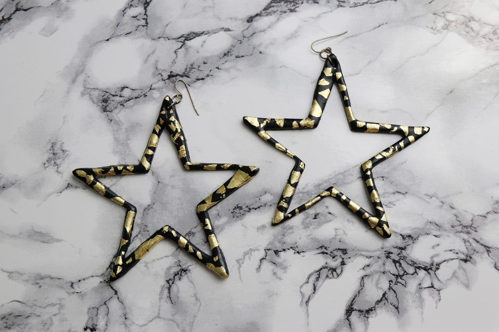 letters-and-beads-diy-accessoires-schmuck-sternen-ohrringe-fimo-blattgold-verzieren-anhänger-weihnachtlich