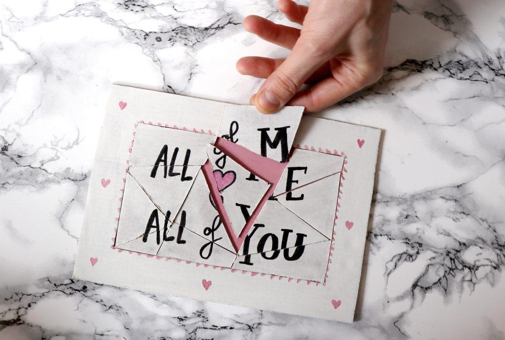 letters-and-beads-diy-puzzle-liebesbotschaft-valentinstag-pappe-basteln-zusammen-setzen