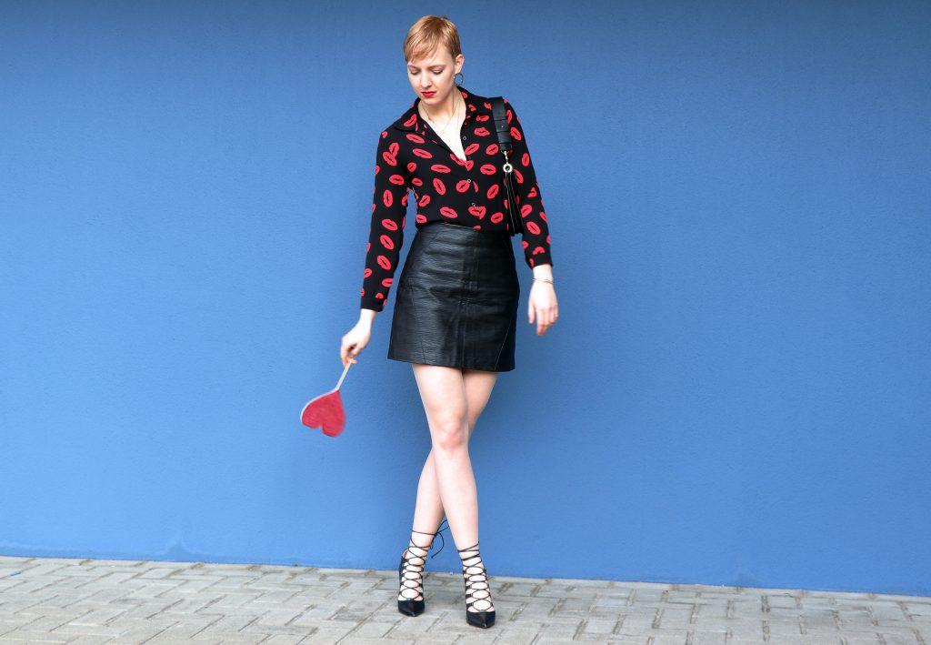 letters_and_beads_fashion_25_date-Ideen_valentinstag_laceup_heels_kussmund_verspielt