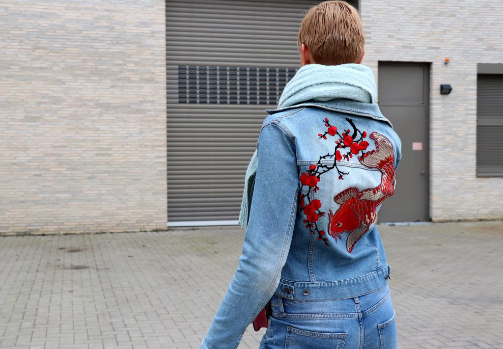 letters_and_beads_fashion_frühlingsjacken_mit_patches_diy_buy_jeans_stickereien_koi_kirschblüte_aufnäher_bügeln