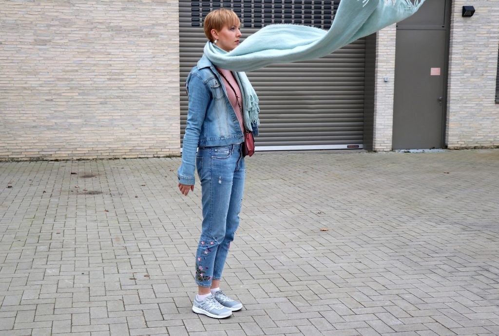 letters_and_beads_fashion_frühlingsjacken_mit_patches_diy_buy_jeans_stickereien_wind_schal