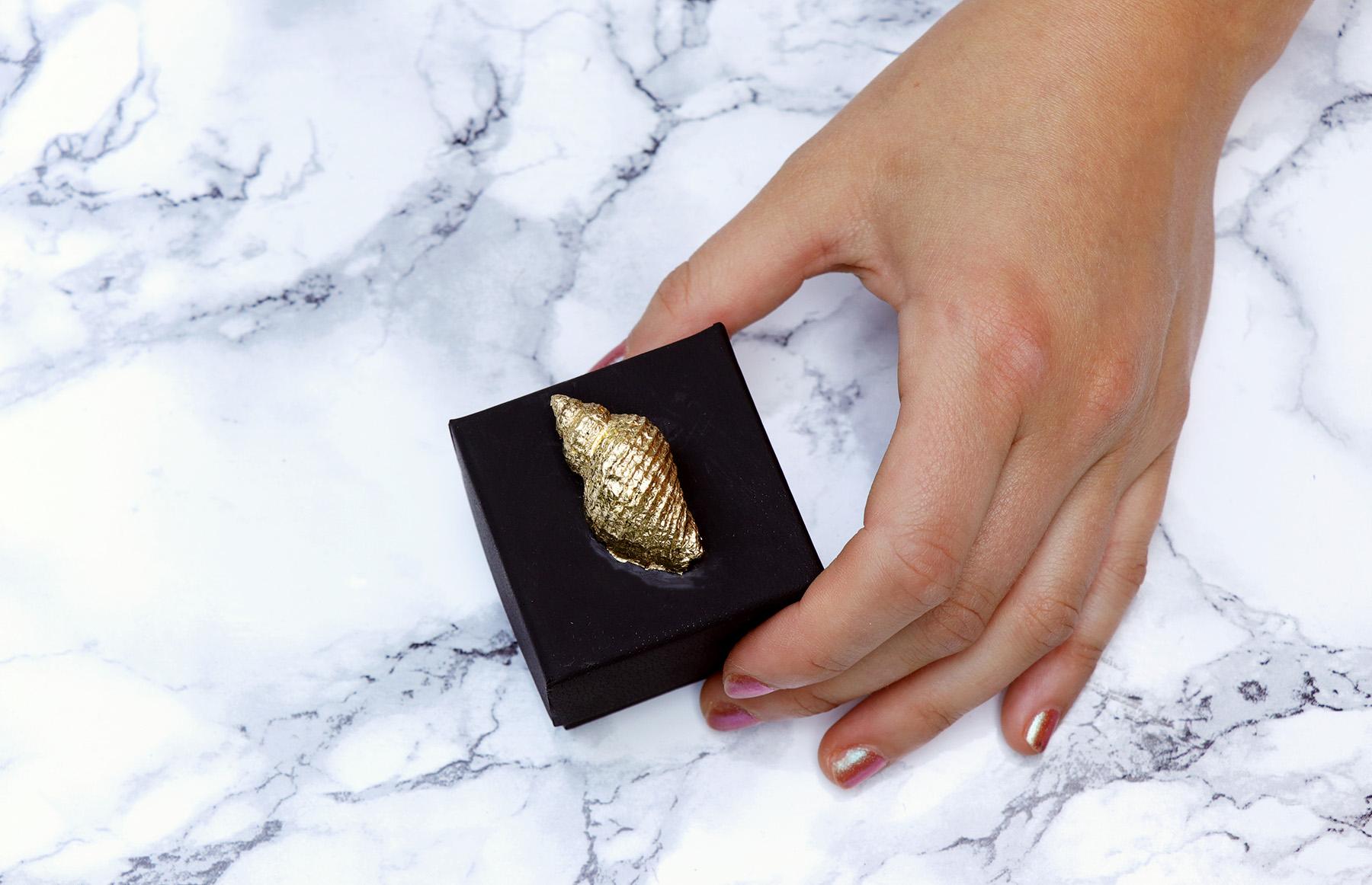 Letters & Beads DIY Edle Geschenkverpackung mit goldener Muschel