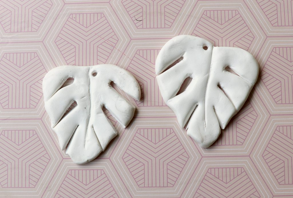 letters_and_beads_diy_monstera-ohrringe_fimo_formen