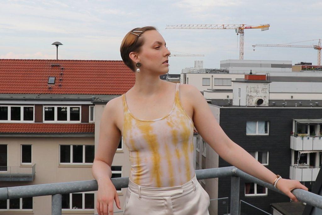 batik-anleitung-stoffe-natuerlich-faerben-shirt